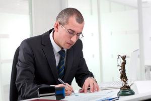 Anzeige wegen Hausfriedensbruch? Ein Fall für einen Rechtsanwalt mit Schwerpunkt Strafrecht.
