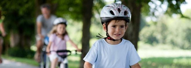 Helmpflicht beim Fahrrad: In Deutschland schreibt der Gesetzgeber dies bislang nicht vor.