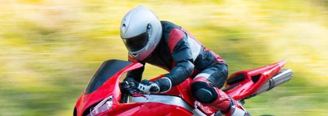 Helmpflicht beim Motorrad: Was in Deutschland gilt, erklärt dieser Ratgeber.