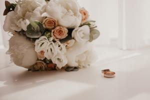 Hochzeitsbräuche sind nicht nur in Deutschland sondern auf der ganzen Welt beliebt.