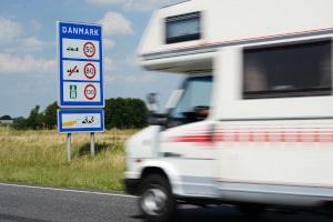Wird die Höchstgeschwindigkeit für Wohnmobile missachtet, droht ein Bußgeld.