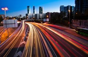 Überschreitung der Höchstgeschwindigkeit innerorts: Auch auf der Stadtautobahn können dieselben Sanktionen drohen.