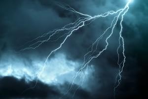 Höhere Gewalt kann laut Definition auch einen Blitzeinschlag umfassen.