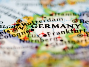 Integration courses convey the German language to the foreign citizens.