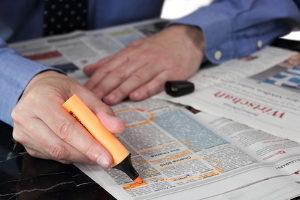Nicht nur im Internet sind Fake News anzufinden: Auch in Printmedien sind Falschmeldungen möglich.