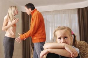 Die Jugendhilfe kann auch von Eltern in Anspruch genommen werden, die bei der Erziehung Probleme haben.