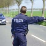 Eine Oberkommissarin und ein Hauptmeister klagten gegen die Kennzeichnungspflicht für Polizeibeamte, weil sie verstärkte Übergriffe fürchteten.