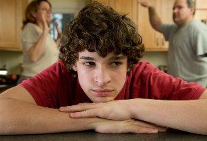 Kinder können direkte oder indirekte Opfer von häuslicher Gewalt in der Ehe sein.