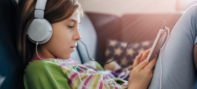 Wie ist der Kinderschutz beim Surfen im Internet zu gewährleisten? Unser Ratgeber gibt wertvolle Tipps.