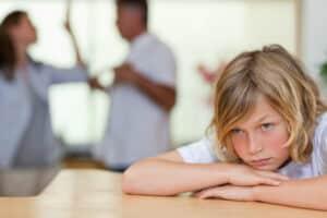 Der Kindesunterhalt richtet sich nach dem Verdienst der Eltern und ist in der Düsseldorfer Tabelle festgelegt.