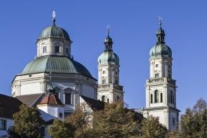 In Deutschland bemisst sich die Kirchensteuer an der Einkommensteuer.