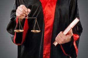 Körperverletzung ist eine Straftat, die im Strafrecht sanktioniert wird