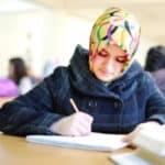 Wäre ein Kopftuchverbot für Mädchen an Schulen verfassungsgemäß? Diese Frage ließ eine Frauenrechtsorganisation gutachterlich prüfen.