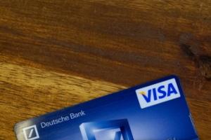 Sie können bei Ihrer Bank sogar einen Kredit online beantragen.