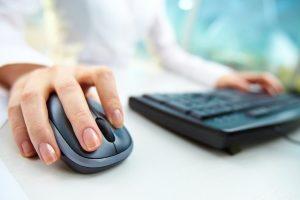 Kredite vergleichen: Besonders einfach geht das über entsprechende Portale im Internet.