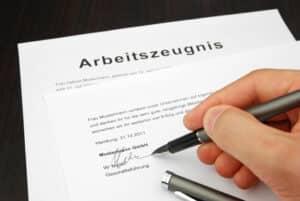 Nach der Kündigung Ihres Arbeitsvertrages haben Sie Anspruch auf ein Arbeitszeugnis.