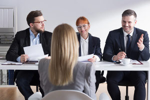 Die Kündigungsfrist muss vom Arbeitgeber eingehalten werden.