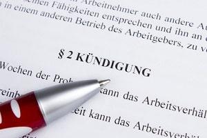 Der Kündigungsschutz beim Arbeitnehmer besteht ab einer Betriebszugehörigkeit von sechs Monaten.