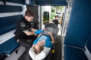 Zu den Leistungen einer Unfallversicherung gehört auch der Krankentransport.