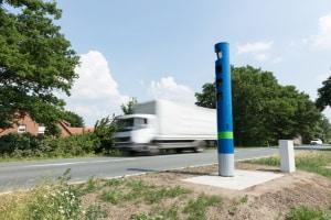 Kontrolliert wird die LKW-Maut auch auf Bundesstraßen.