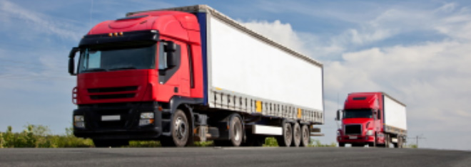 LKW-Überholverbot: Ab wie viel Tonnen gilt es? Im Ratgeber erfahren Sie mehr dazu.