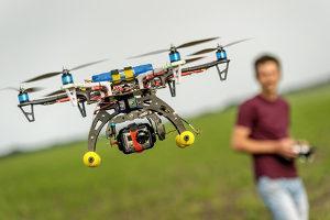 Das Luftrecht regelt auch den Betrieb vom Drohnen.