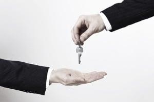 Eine Maklercourtage bekommt ein Immobilienmakler für eine erfolgreiche Vermittlung.