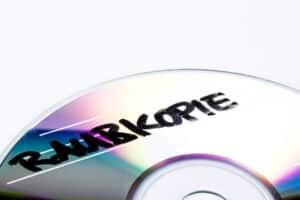 Viele Marken sind im Urheberrecht durch eine Copyright-Kennzeichnung geschützt und dürfen daher nicht widerrechtlich kopiert werden