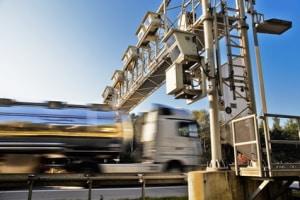Die Maut für LKW wird in Deutschland streckenbezogen abgerechnet.