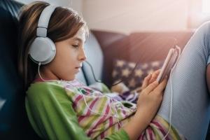 Eltern sind in der Pflicht, die Medienkompetenz bei ihren Kindern zu fördern.