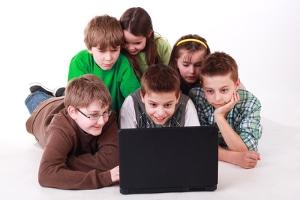 Medienkompetenz stellt für Kinder einen umfassenden Lernprozess dar.