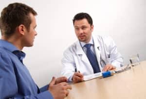 Die medizinisch-psychologische Untersuchung wird u. a. von einem Arzt durchgeführt.
