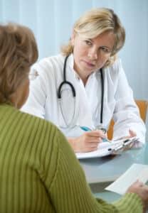 Das Medizinrecht regelt die Rechtsbeziehung zwischen Patient und Arzt