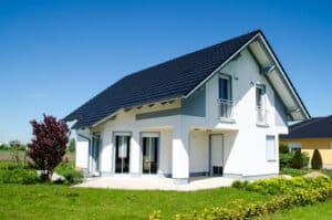 Bei einem Mietvertrag für ein Haus oder eine Wohnung erhält der Mieter auch das Hausrecht.
