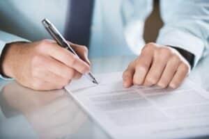 Der Mietvertrag für eine Wohnung muss laut Mietrecht in Schriftform vorliegen