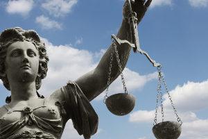 Mittäterschaft: Betrug, Diebstahl und Co können auch gemeinschaftlich verwirklicht werden.