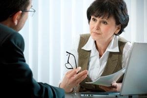 Bei Mobbing sollten Sie die Hilfe von Beratungsstellen in Anspruch nehmen.