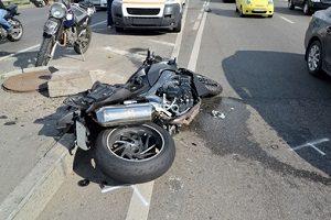 Auch bei einem Motorradunfall machen sich Gaffer strafbar.