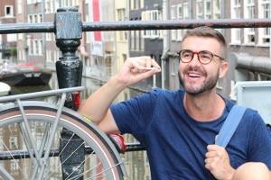 MPU: Auf dem Fahrrad Alkohol oder Drogen zu konsumieren, kann zur Anordnung dieser führen.