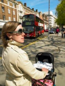 Arbeitstätige Mütter unterstehen im Arbeitsrecht dem Mutterschutzgesetz