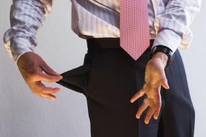 Ist die Erbschaft überschuldet, kann meist nur eine Nachlassinsolvenz helfen.