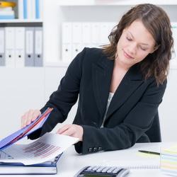 Die Nachlassverwaltung obliegt den Mitgliedern der Erbengemeinschaft zu gleichen Teilen.