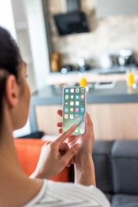 Nervige Anrufe zu sperren, geht meist auch relative Einfach über die Einstellungen des Handys.