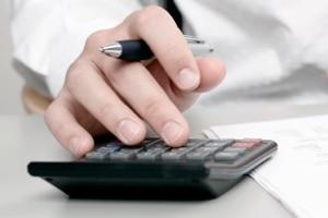 Nimmt der Notar eine Beurkundung vor, entstehen Kosten. Wie hoch diese ausfallen, hängt vom Einzelfall ab.