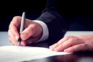 Für eine notarielle Unterschriftbeglaubigung muss die Unterschrift vor dem Notar erfolgen.