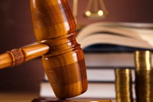 Bei Notwehr entfällt die Rechtswidrigkeit einer Tat.