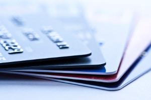 Das Online-Banking löst beim bargeldlosen Zahlen immer mehr die Kartenzahlung ab.