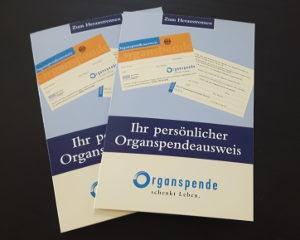 Einen Organspendeausweis können Sie sich kostenlos besorgen.