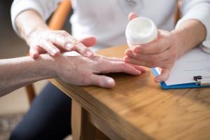 Ambulanter Pflegedienst: Die konkreten Aufgaben ergeben sich anhand des Pflegegrades.