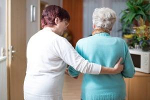 Das Pflegegeld soll Angehörige entlasten, die den Pflegebedürftigen zuhause versorgen.